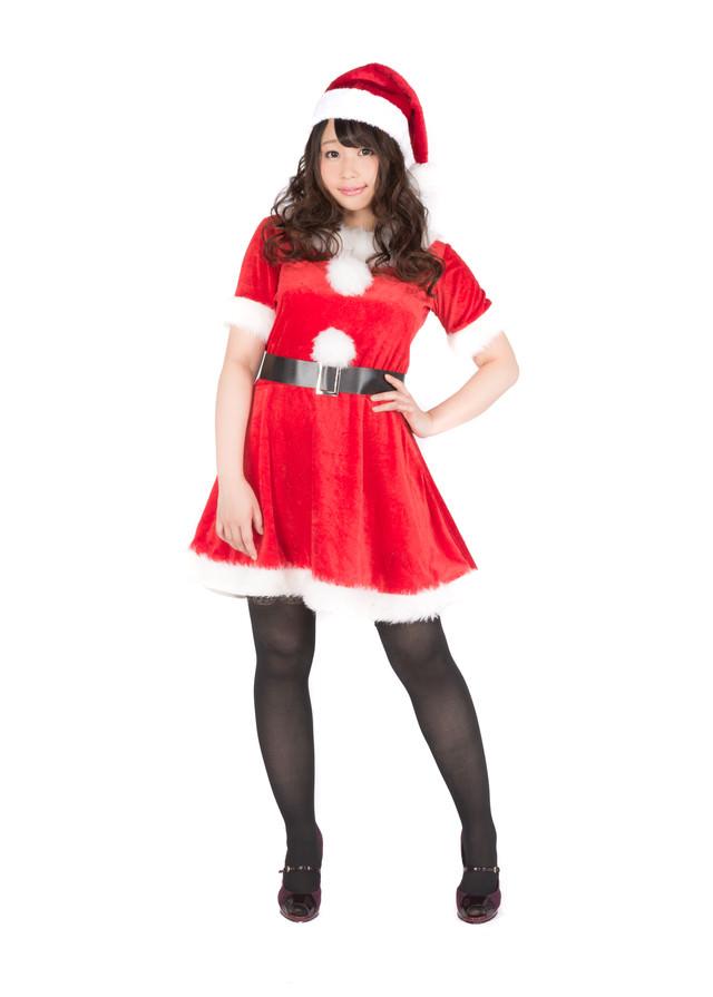 「サンタクロースの衣装を着たグラビアアイドル」のフリー写真素材
