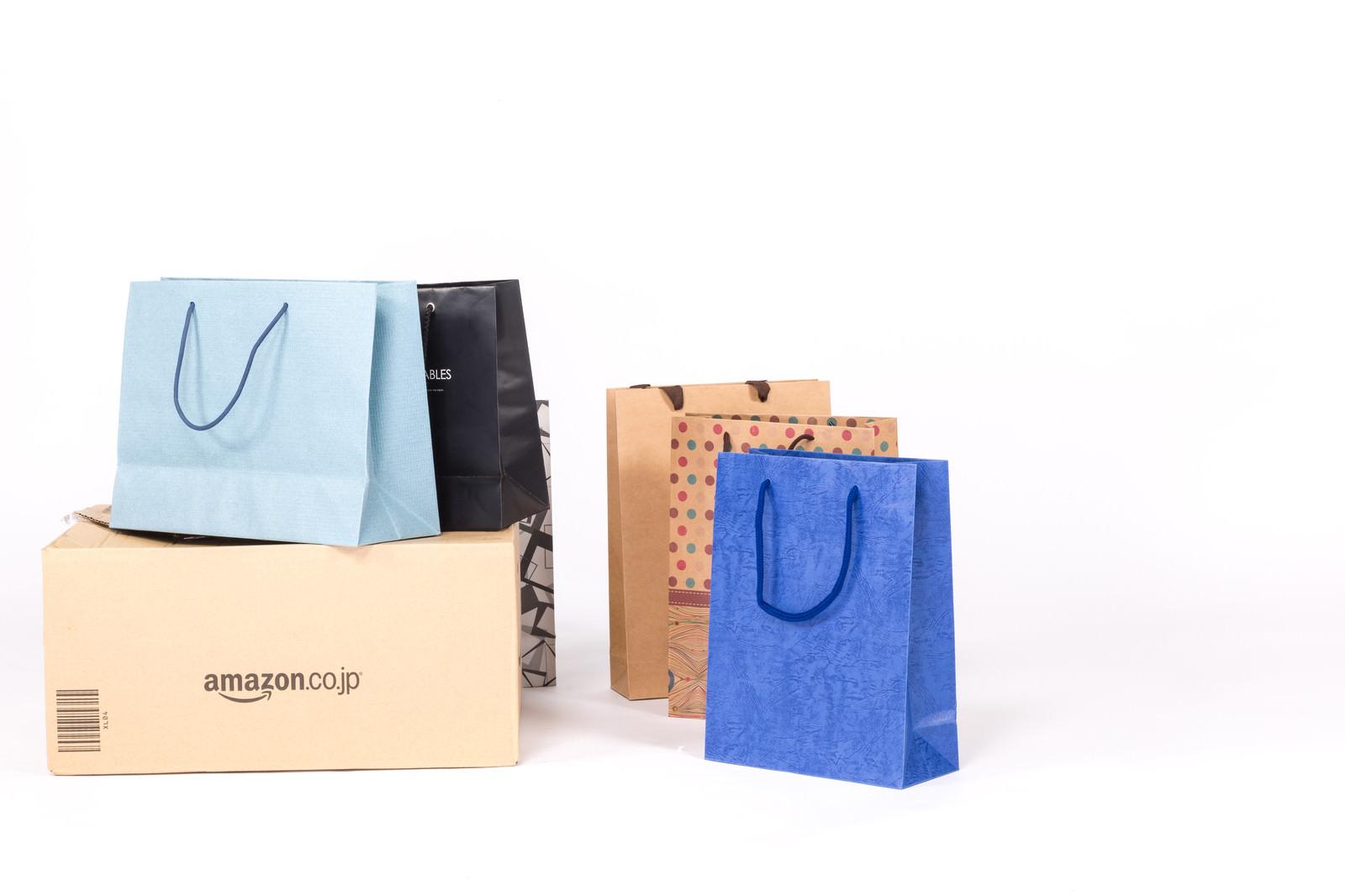 「ネット通販で買った商品(ネットショッピング)ネット通販で買った商品(ネットショッピング)」のフリー写真素材を拡大