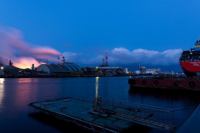 八戸の工場夕景の写真