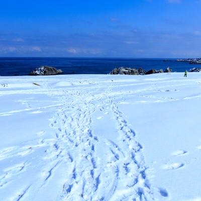 「雪の種差海岸」の写真素材