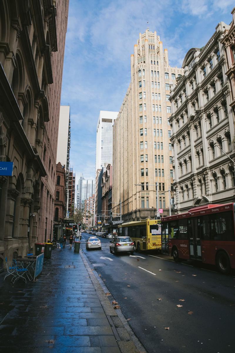 「雨上がりの街並み」の写真