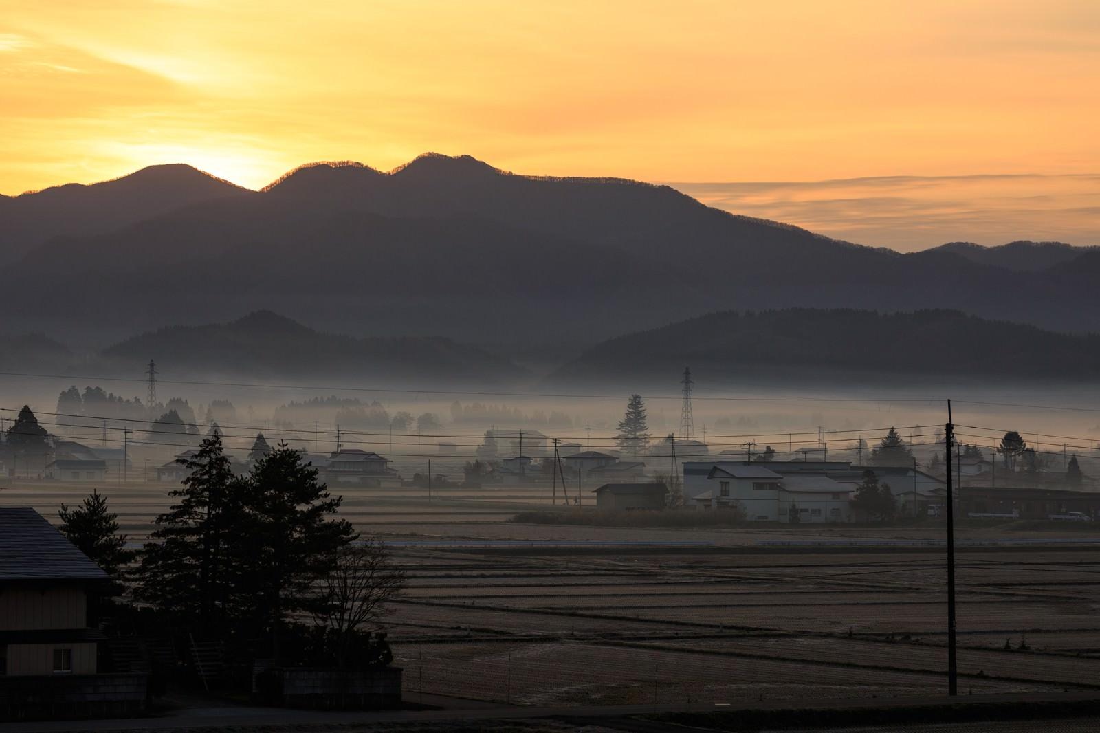 「田舎の夜明け田舎の夜明け」のフリー写真素材を拡大