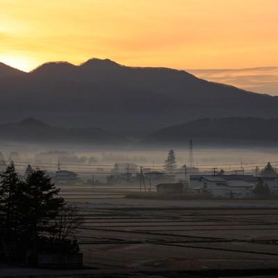 「田舎の夜明け」の写真素材