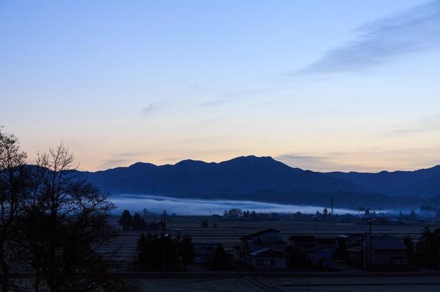 霧の中の朝(田舎)の写真