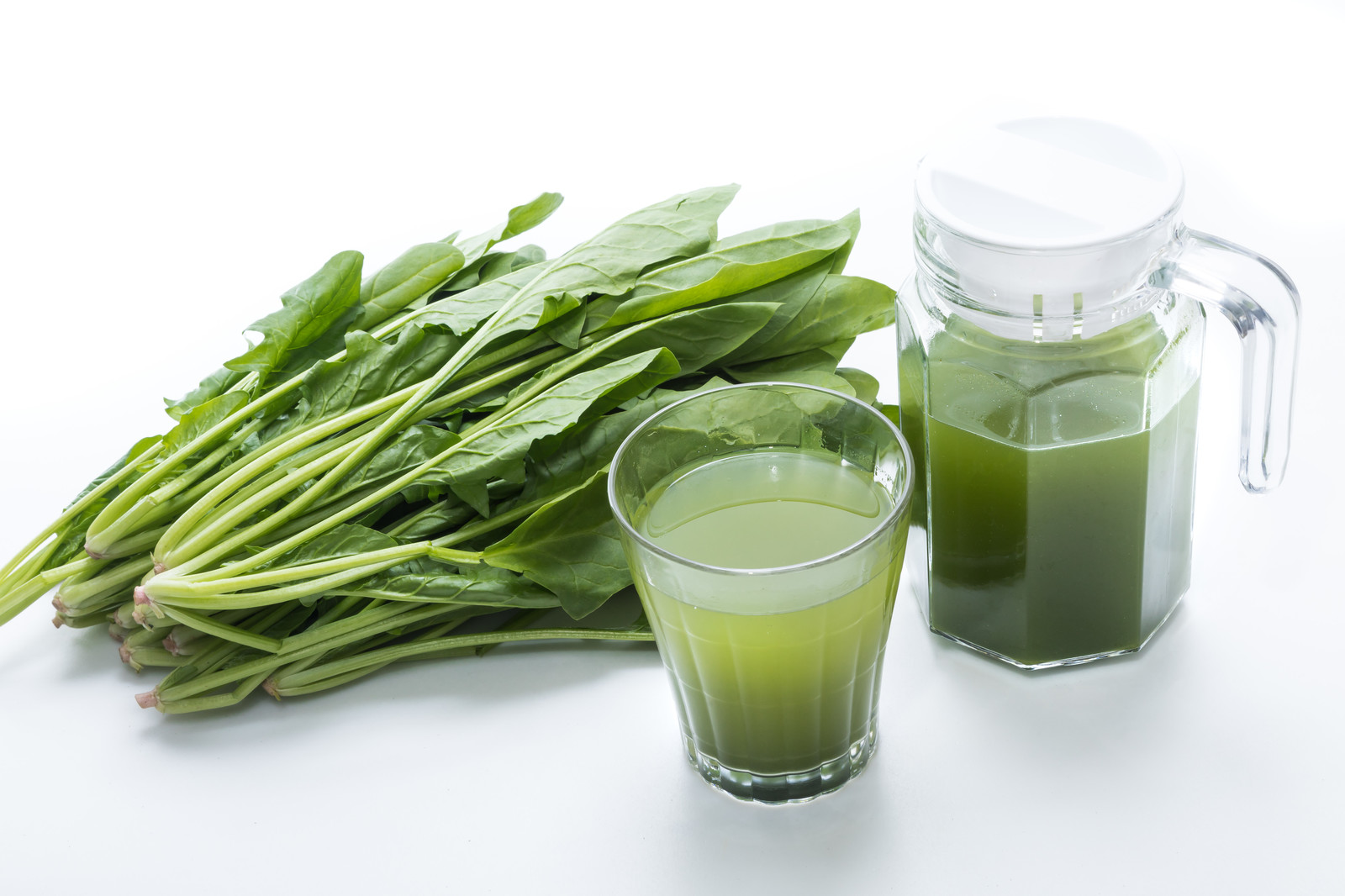 「葉物野菜と青汁のグラス」の写真