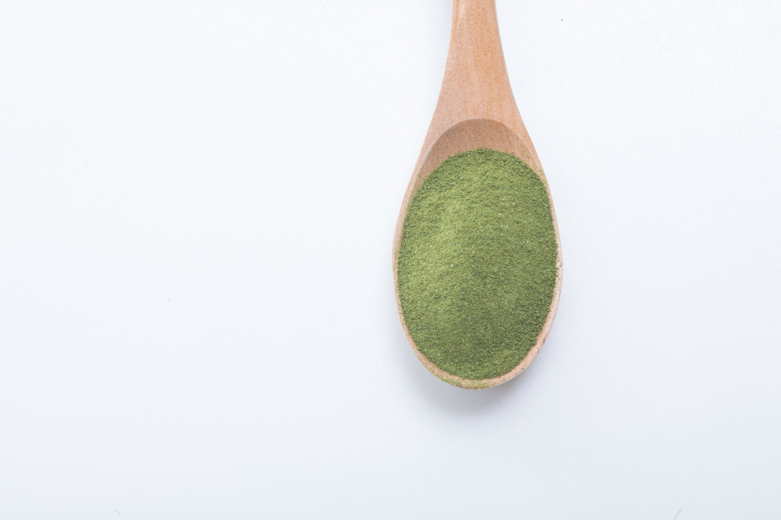 「スプーンと粉末青汁」の写真