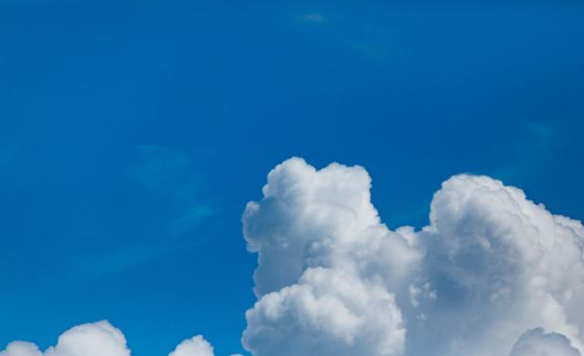 夏の空と積乱雲の写真