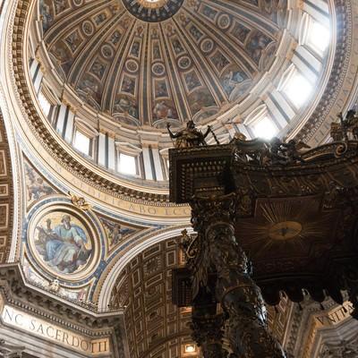 ブロンズ製の天蓋(サン・ピエトロ大聖堂)の写真
