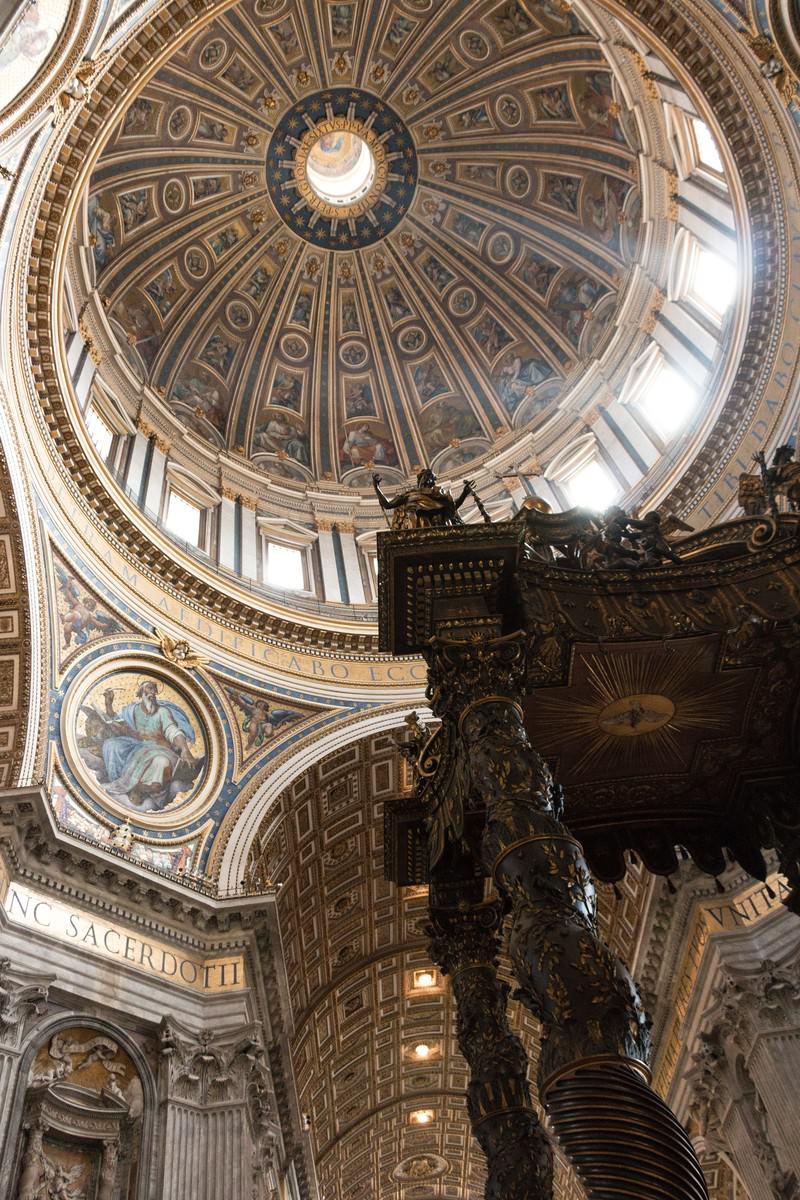 「ブロンズ製の天蓋(サン・ピエトロ大聖堂)」の写真