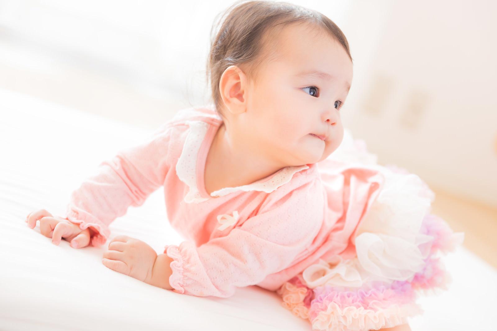「にんまり赤ちゃん」[モデル:めぐな]
