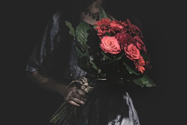 真紅の薔薇をお持ちしましたの写真
