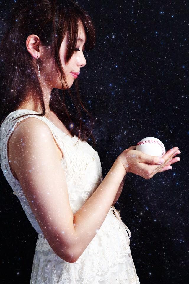 「野球の女神様野球の女神様」[モデル:白鳥片栗粉]のフリー写真素材を拡大