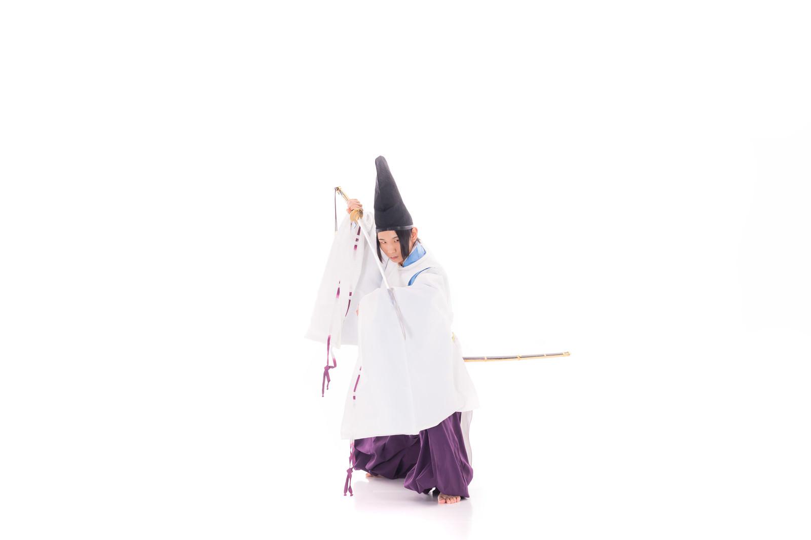 「鋒を向ける陰陽師」の写真[モデル:まーこ]