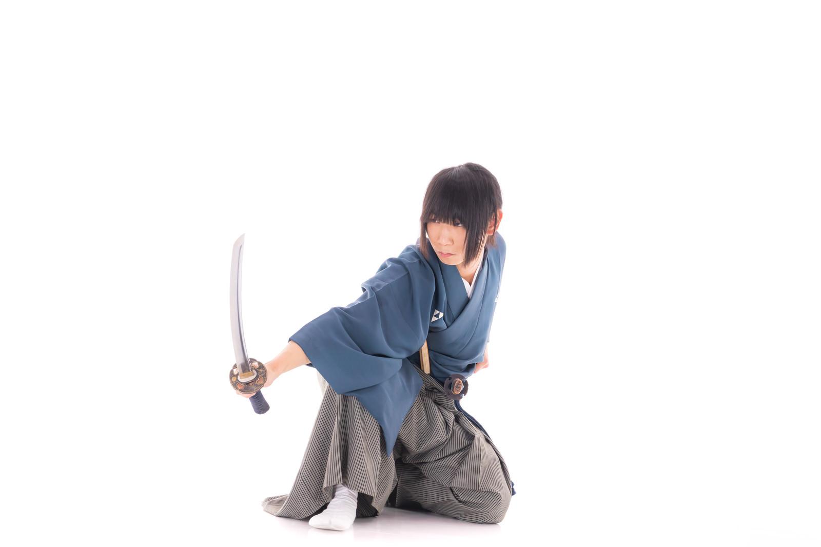「打刀を構える侍」の写真[モデル:まーこ]