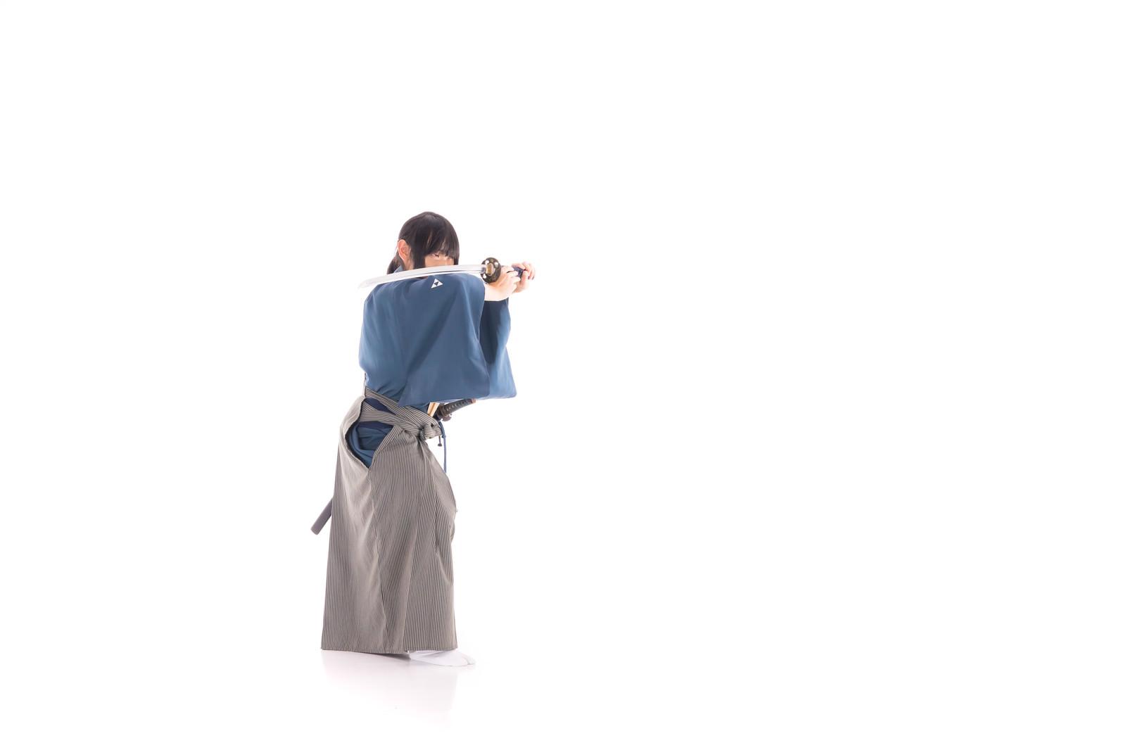 「構え直す剣士」の写真[モデル:まーこ]
