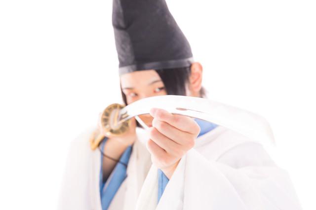刀で邪を払う陰陽師の写真