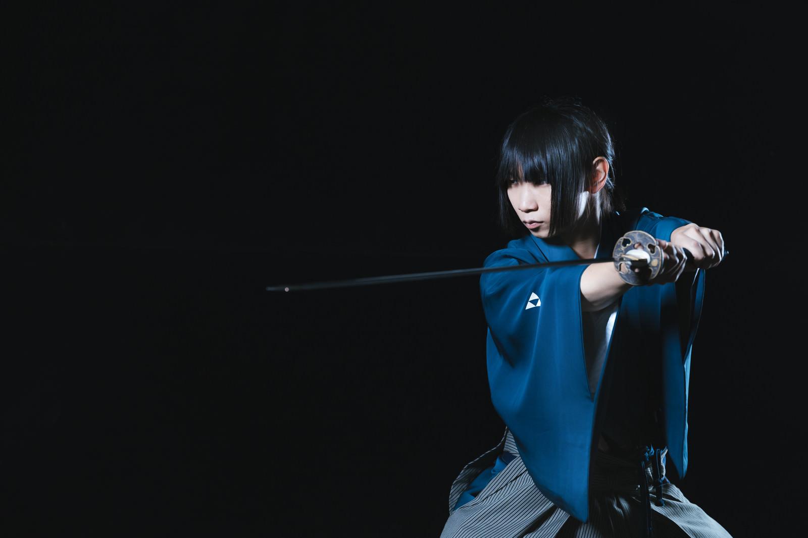「夜戦に挑む剣士」の写真[モデル:まーこ]