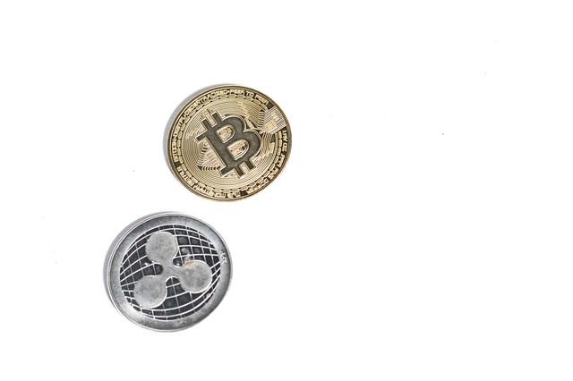 ビットコインとリップルの写真