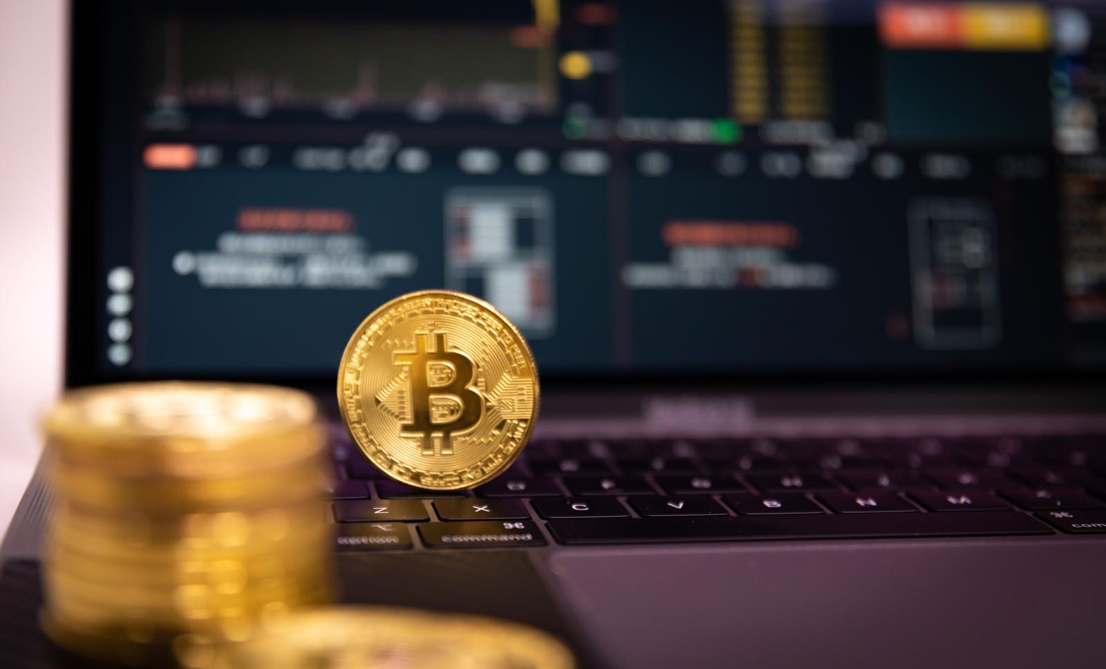 「取引所で暗号資産を管理」の写真