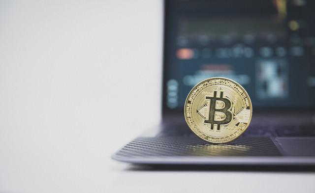 PC上のビットコインの写真