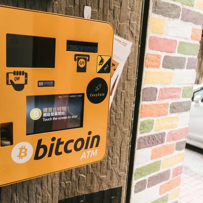 街中に設置してあるbitcoin ATMの写真