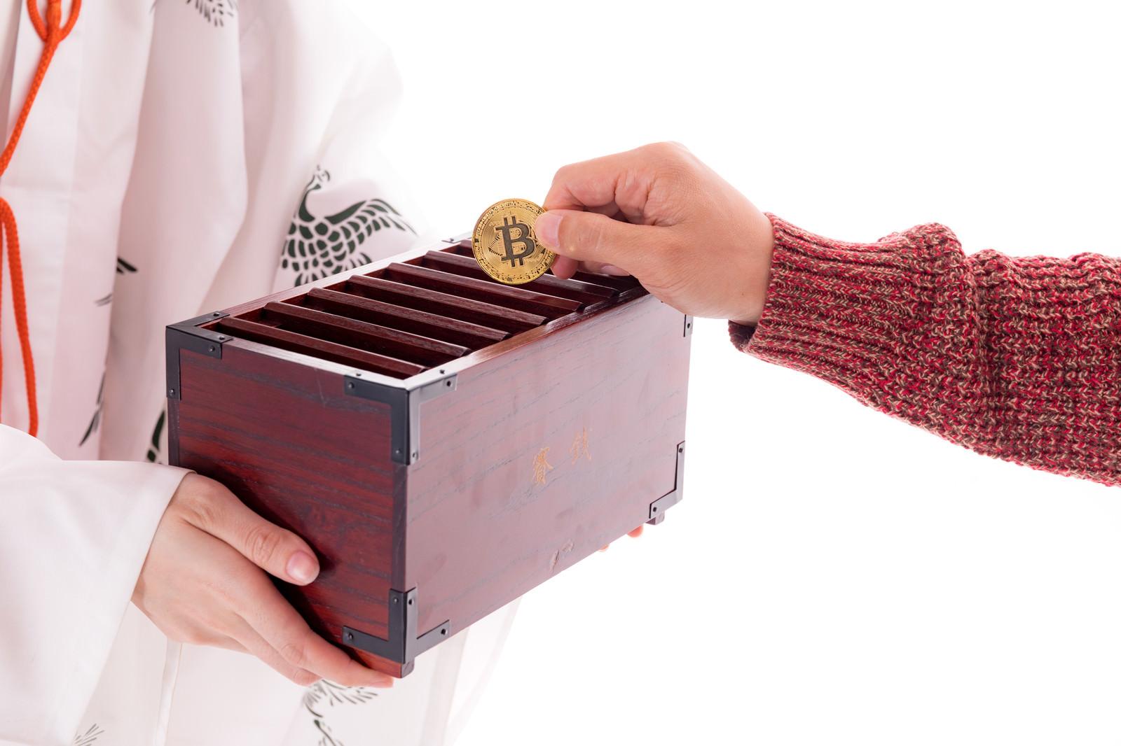 「賽銭中のビットコイン」の写真