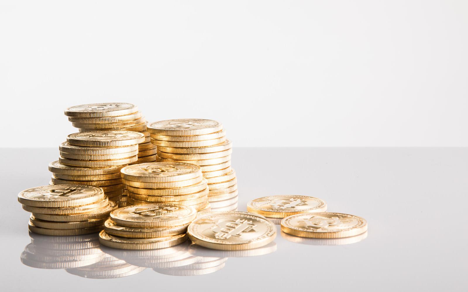 「平積みビットコイン」の写真