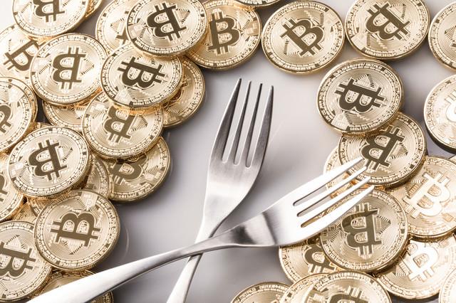 「ハードフォークとビットコイン」のフリー写真素材
