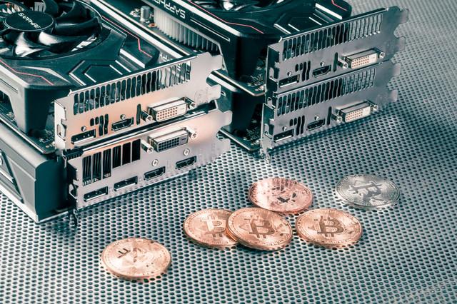 グラフィックボードとビットコインの写真