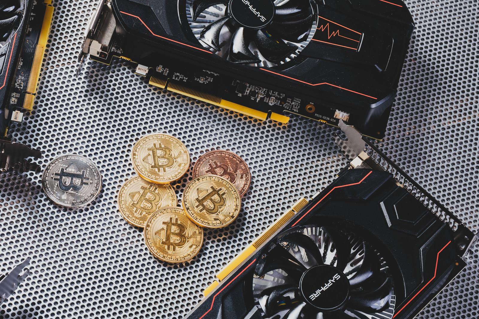 「マイニングで得たビットコイン | 写真の無料素材・フリー素材 - ぱくたそ」の写真
