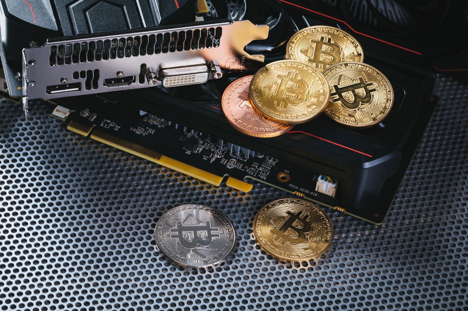 「グラフィックボードでマイニングしてビットコインを稼ぐ」の写真