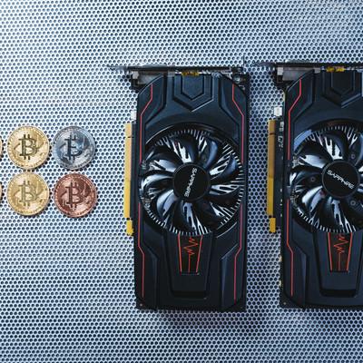 GPU2台でビットコインをマイニングの写真
