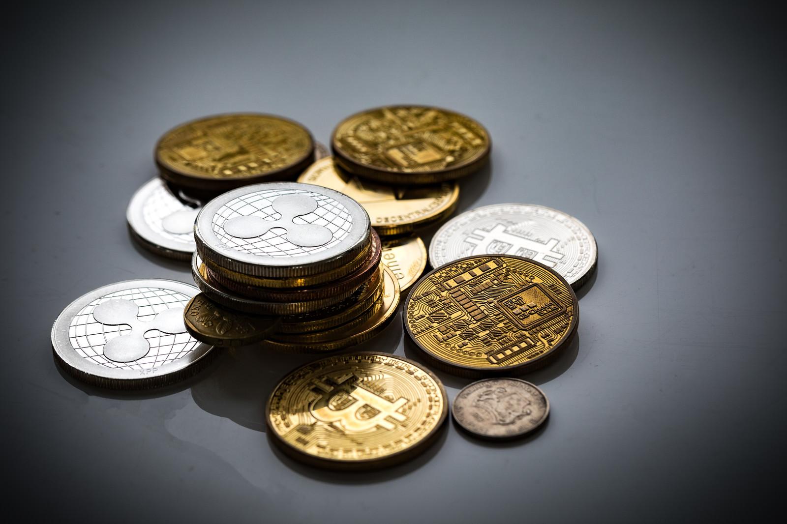 「リップル(XRP)と仮想通貨リップル(XRP)と仮想通貨」のフリー写真素材を拡大