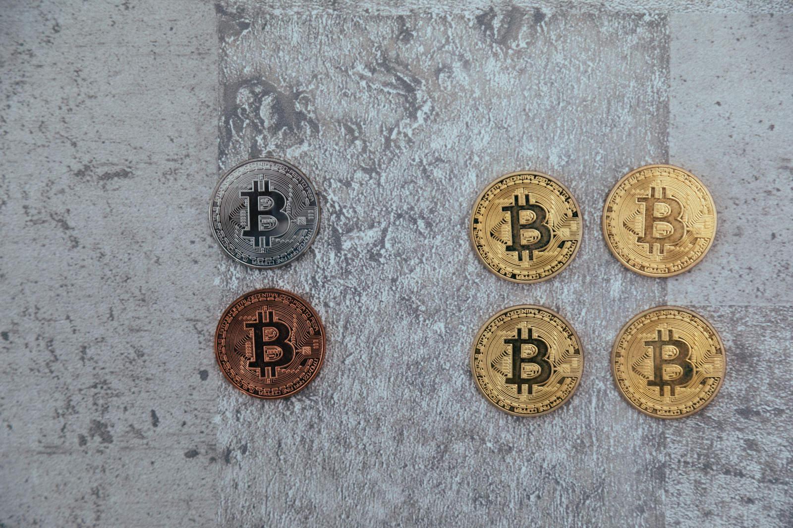 「ビットコインと派生コインビットコインと派生コイン」のフリー写真素材を拡大