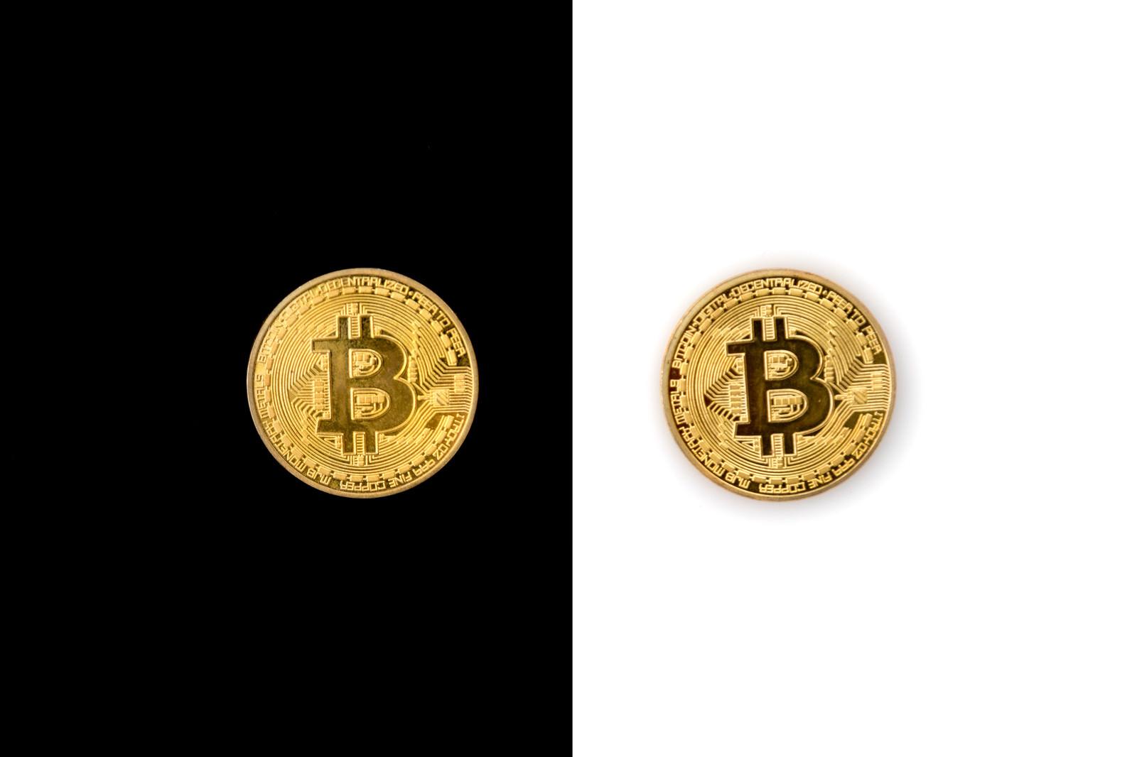 分裂したビットコインのフリー素材
