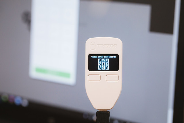 Please enter current PIN(TREZOR)の写真