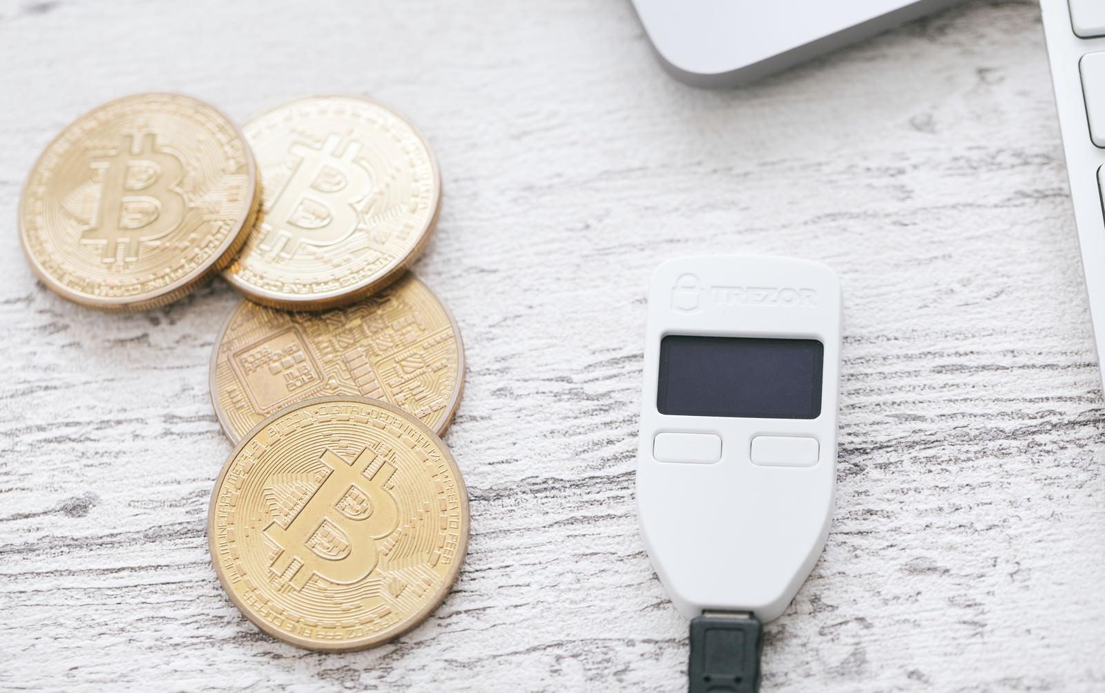 「ビットコインを管理するハードウェアウォレット」の写真