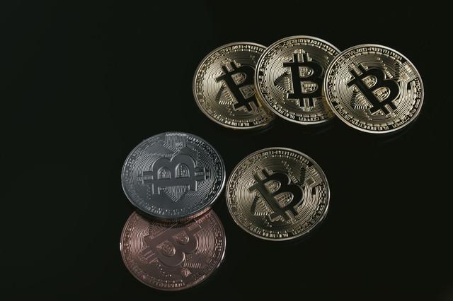 ビットコイン(BTC)のメダルの写真