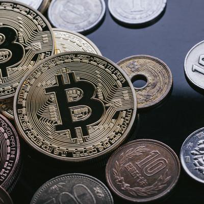 「ビットコインと日本円」の写真素材