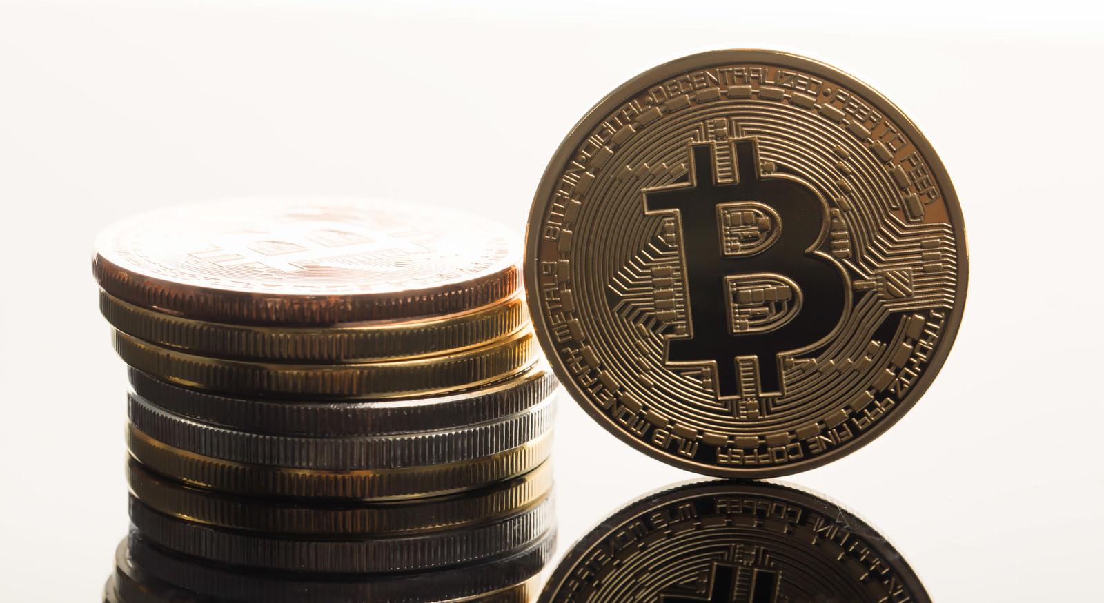 1ビットコインの価格が金(1オンス)を超えるのフリー素材