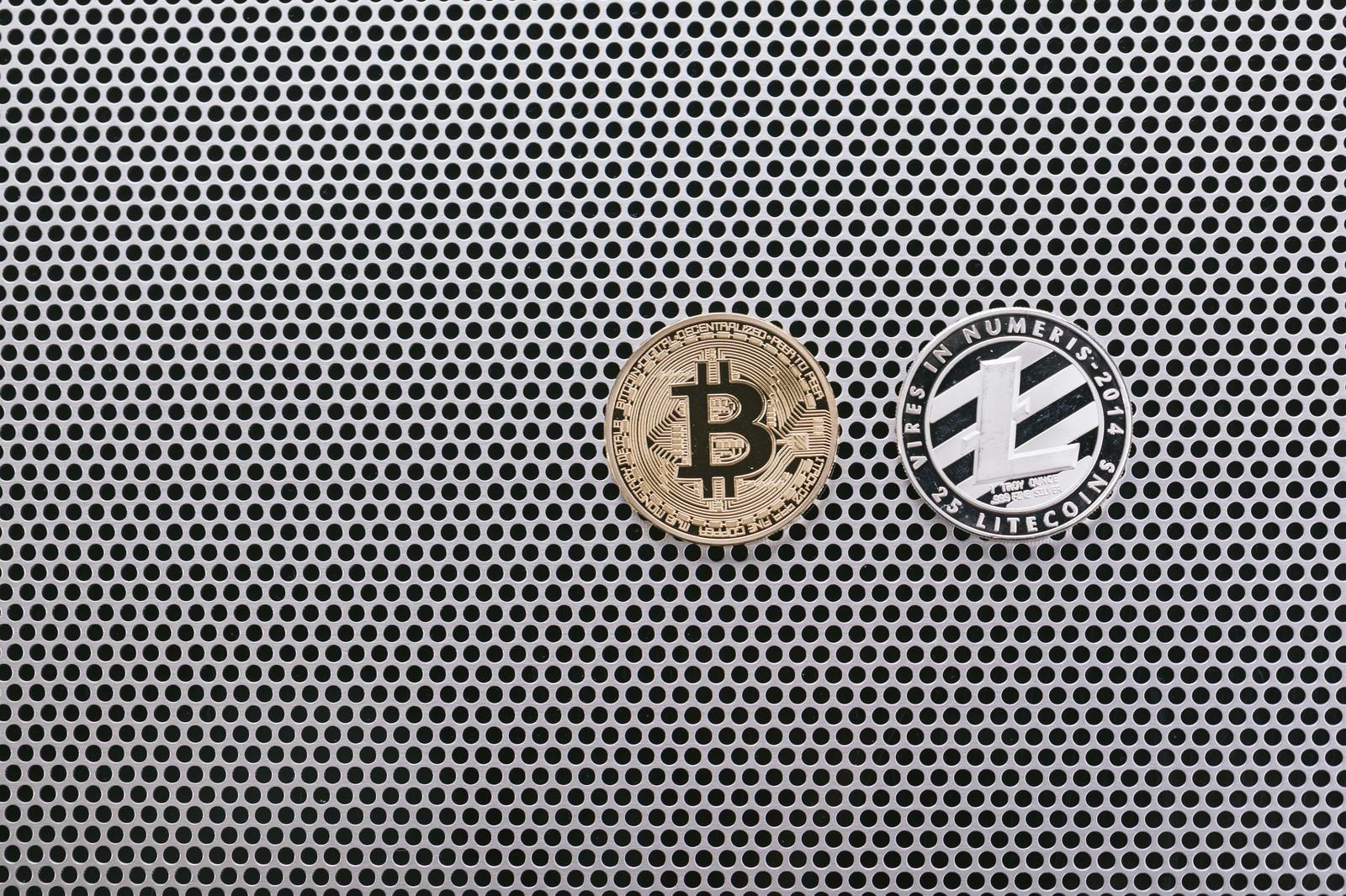 「ビットコインとライトコイン」の写真