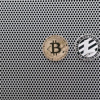 「ビットコインとライトコイン」の写真素材
