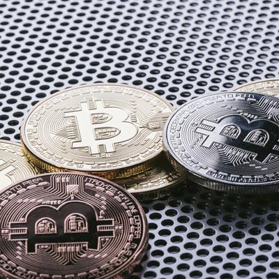 「ビットコインは発行総量が2041年に2100万と上限が定められている」の写真素材