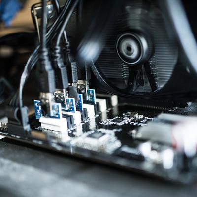 「ライザーカードで複数枚GPUマイニング」の写真素材