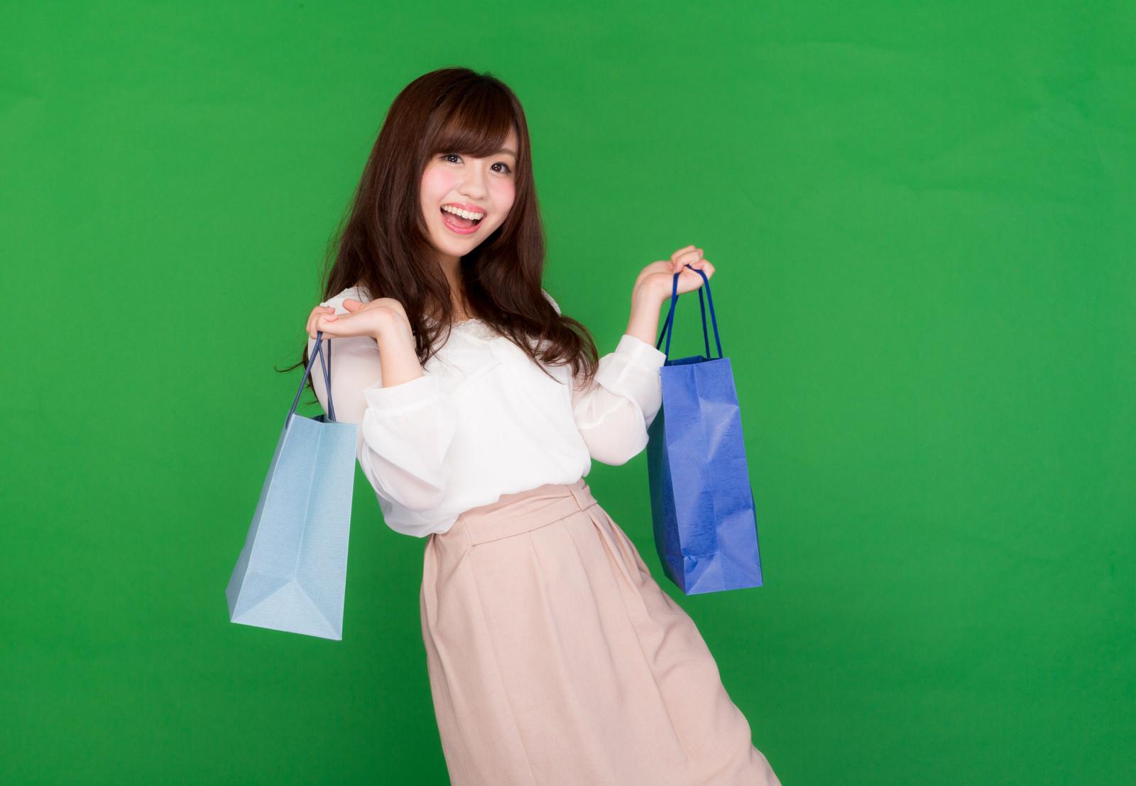 「買い物はストレス発散女子買い物はストレス発散女子」[モデル:河村友歌]のフリー写真素材を拡大