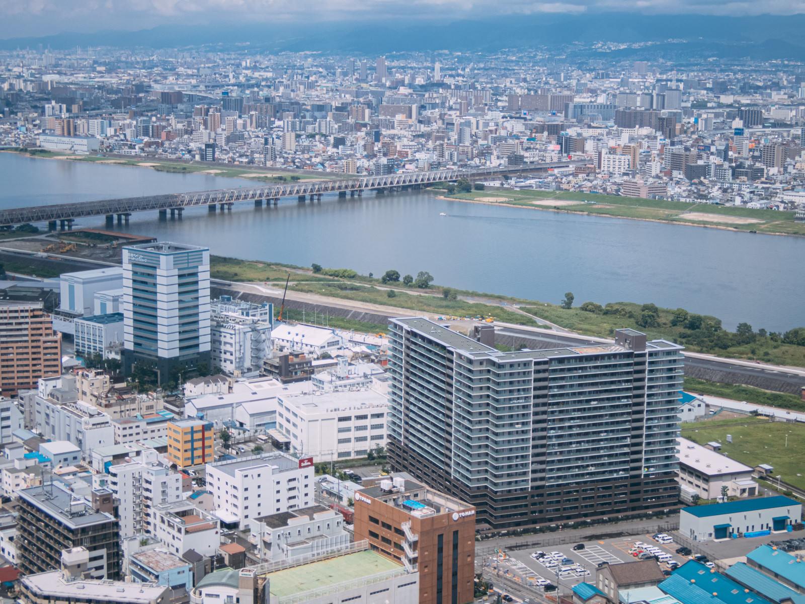 「淀川と町並み」の写真