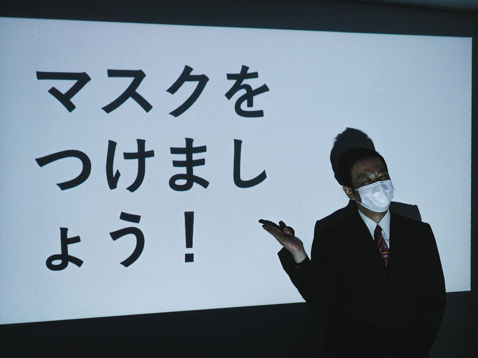 「マスクをつけましょう!」の写真[モデル:のせさん]