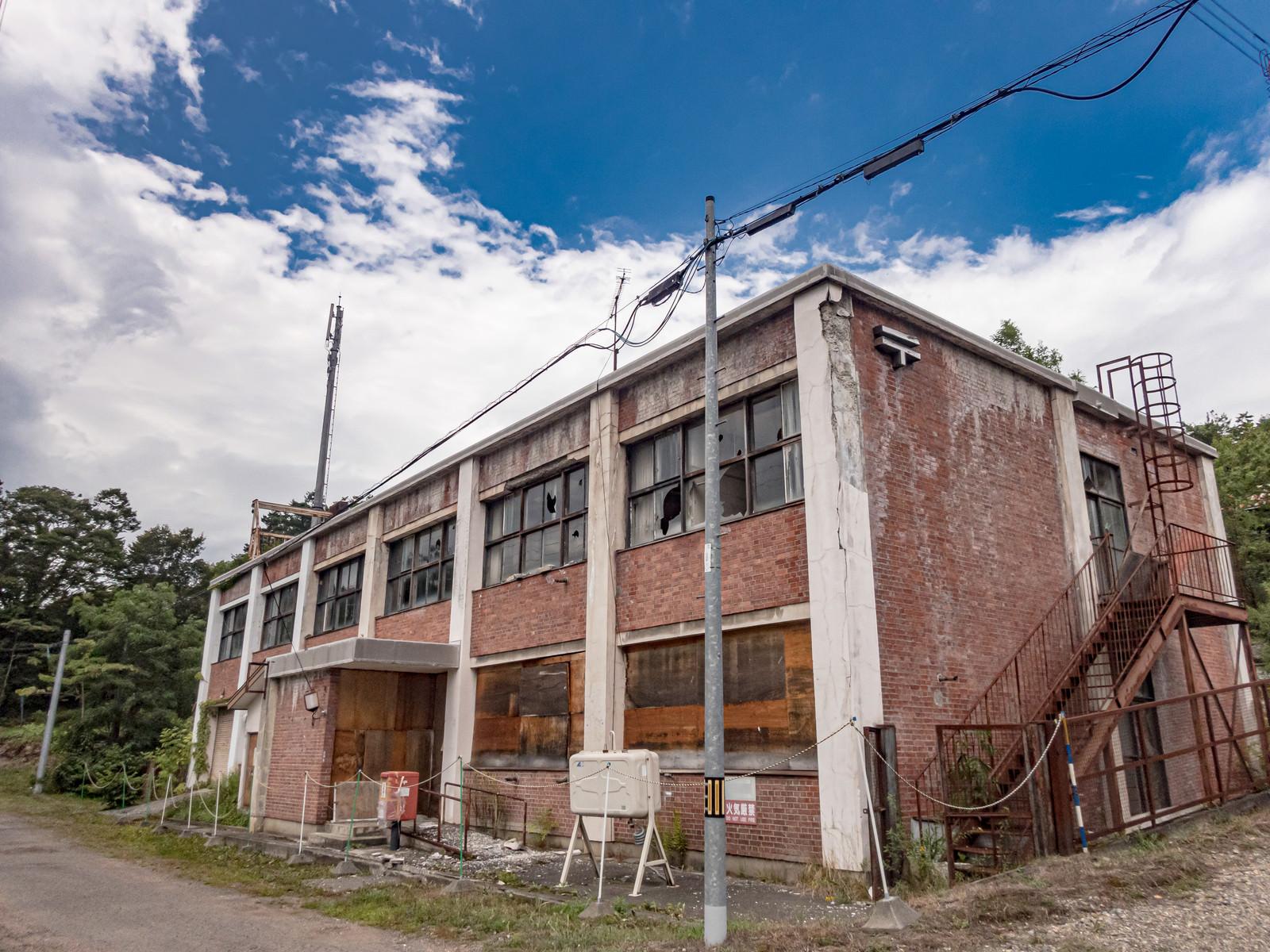 「廃墟と化した郵便局(美唄炭鉱)」の写真