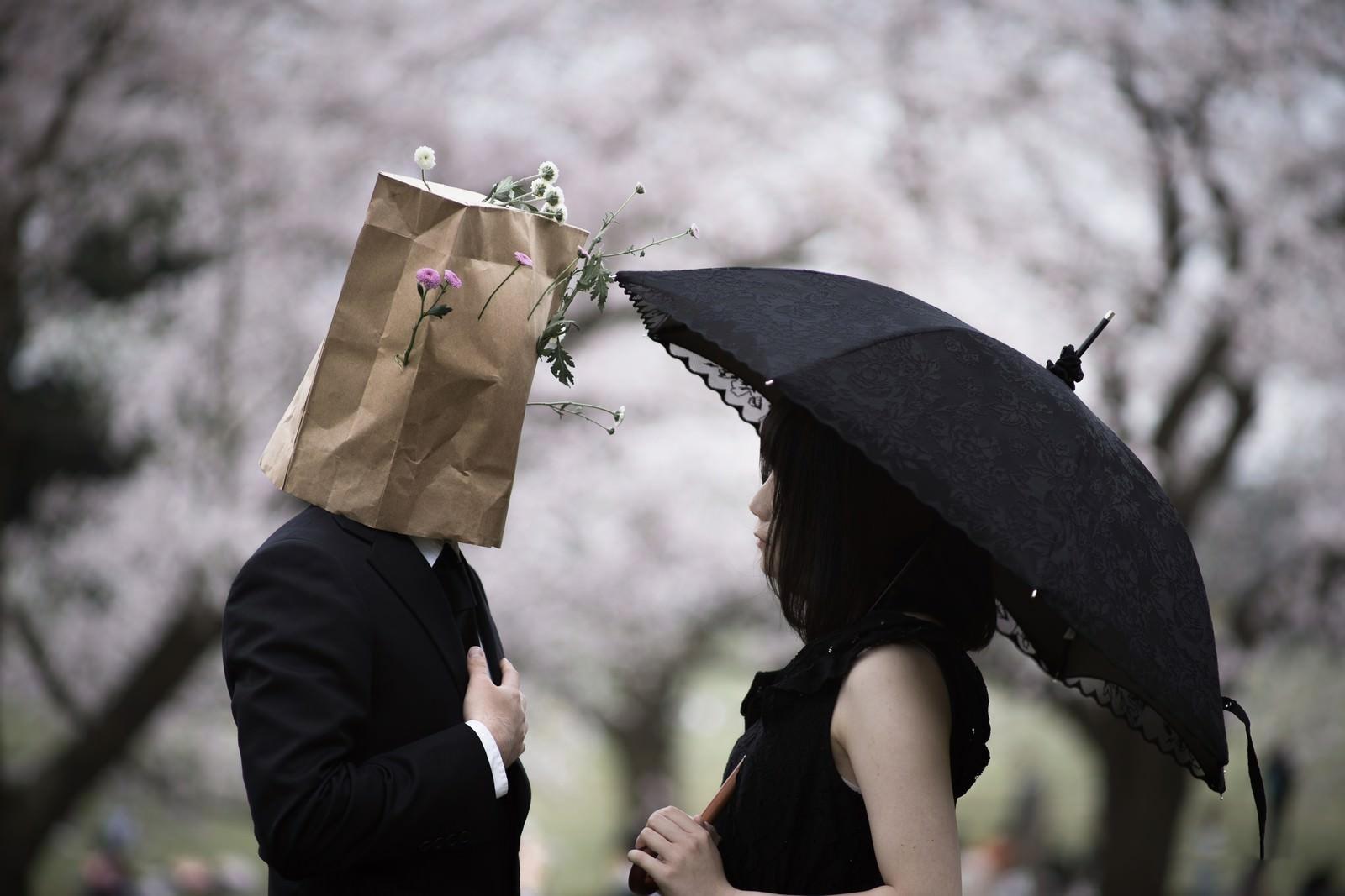 「顔を隠して告白タイム」の写真