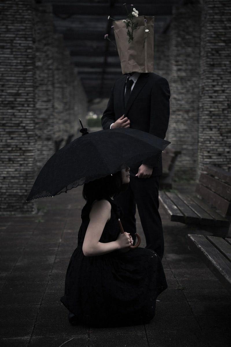 「人に恋をした異形の紳士と恋に疲れた悩み多き女性の関係」の写真